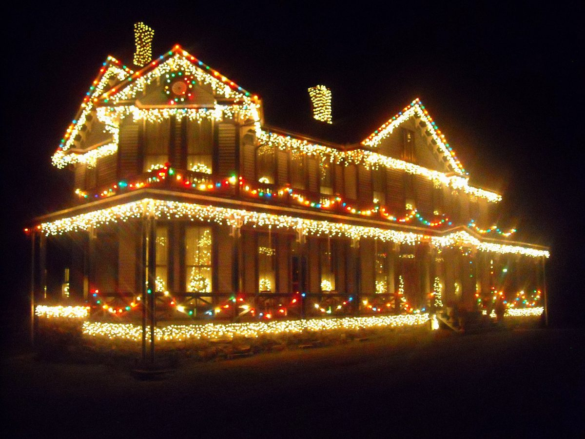 Holiday light display in Ansted