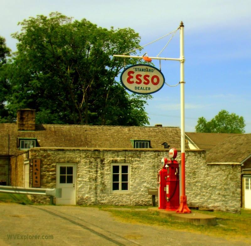Esso station at Arthurdale