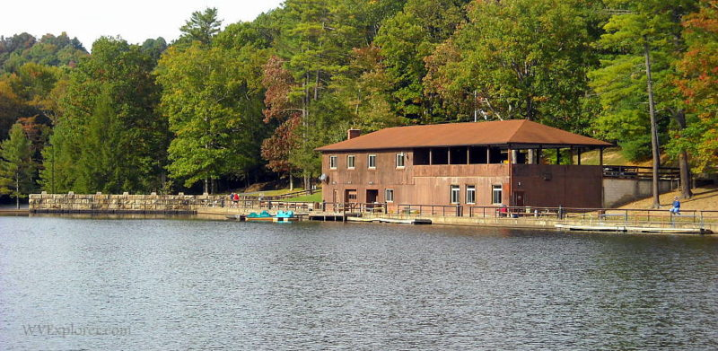 Lake pavilion at Little Beaver State Park