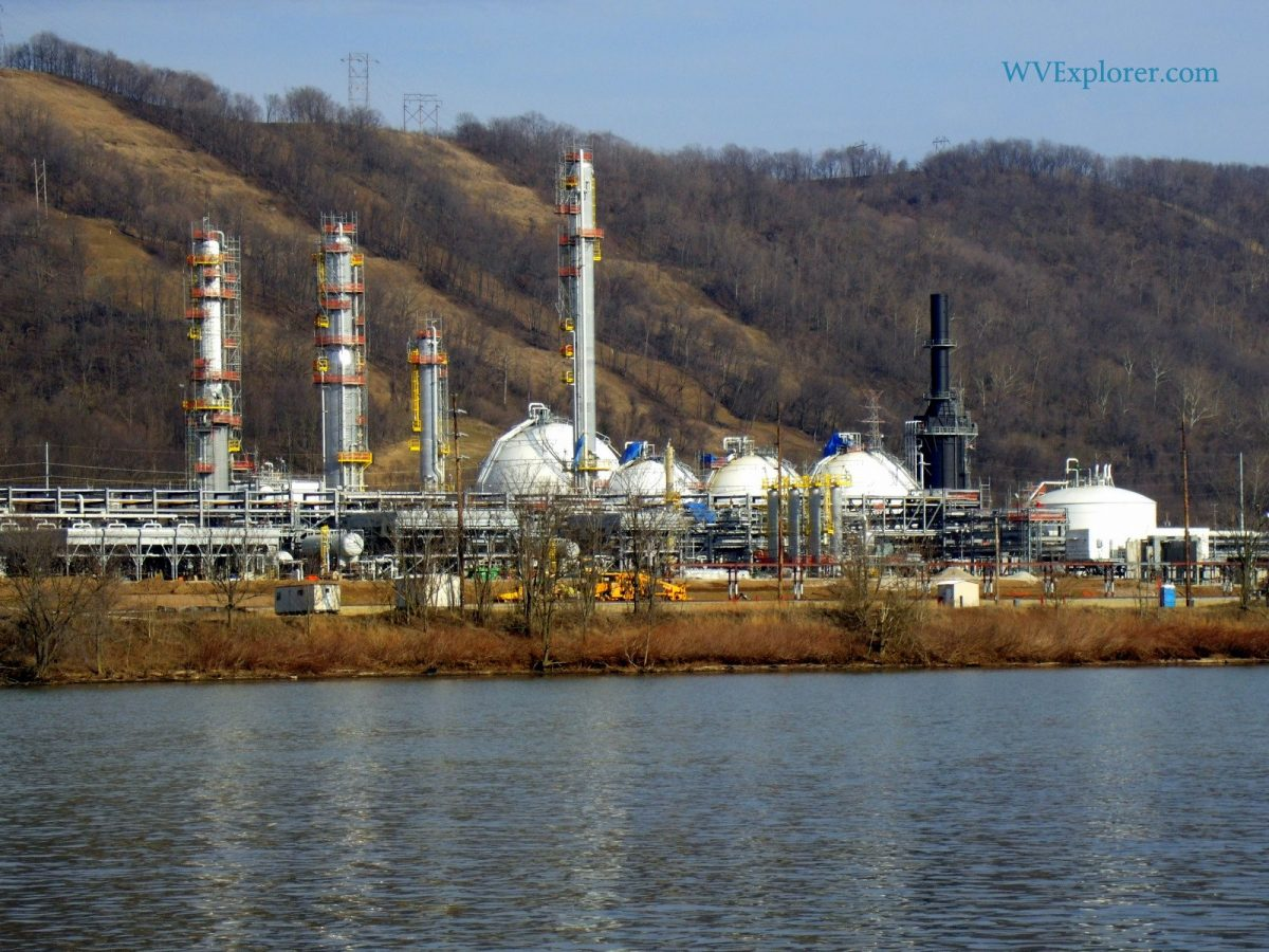 Gas refinery at Cresap