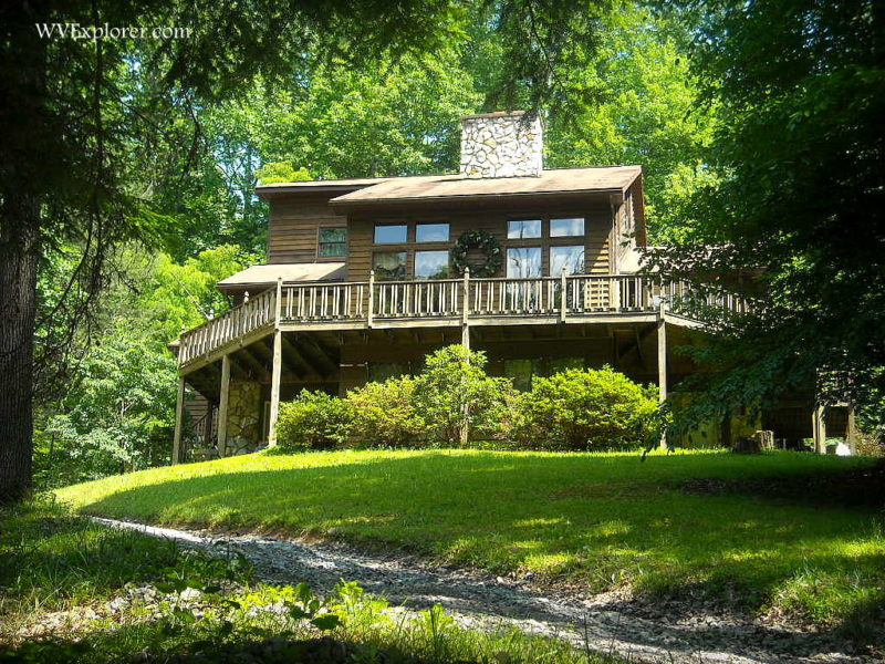 Lodge in the woods near Summersville Lake