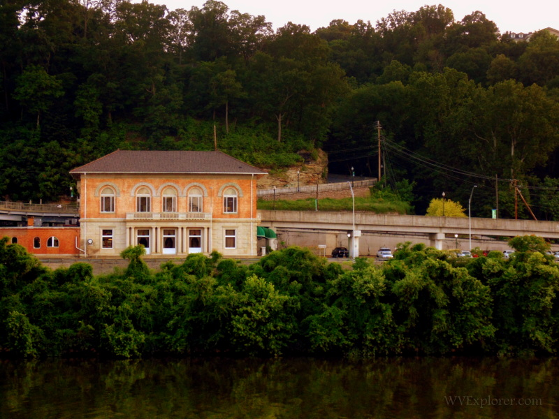 Rail station near Carriage Trail, Charleston, West Virginia