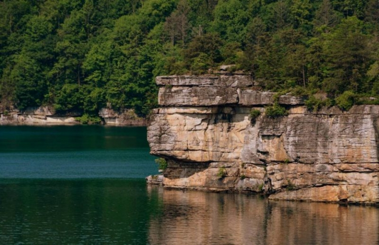 Ranger to guide evening hikes to secluded cliff on Summersville Lake