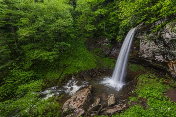 The lower falls of Hills Creek for many years was practically inaccessible to all but the most intrepid waterfalls hunters.