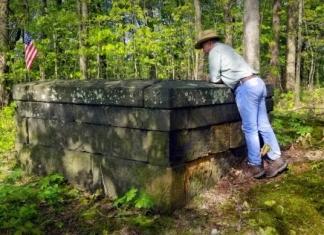 David Sibray peers into the grave of Judge John Reddick, buried in both Virginia and Pennsylvania.