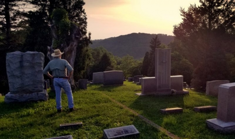 Did legendary Mothman first appear at Clendenin cemetery?