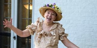 Denise Giardina portrays American humorist Minnie Pearl.
