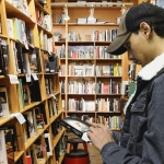 Bookstores in West Virginia are holding their own against the onslaught of e-readers and other media.
