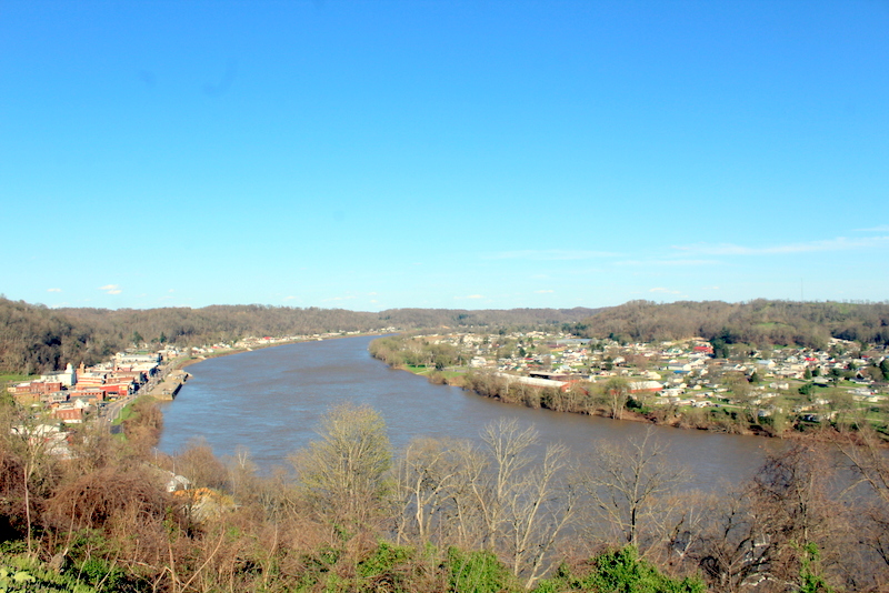 Mason, West Virginia (WV), extends along the east side of the Ohio River (at right). Pomery, Ohio, is at left.